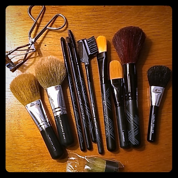 bareMinerals Other - Assorted make-up brushes & tools